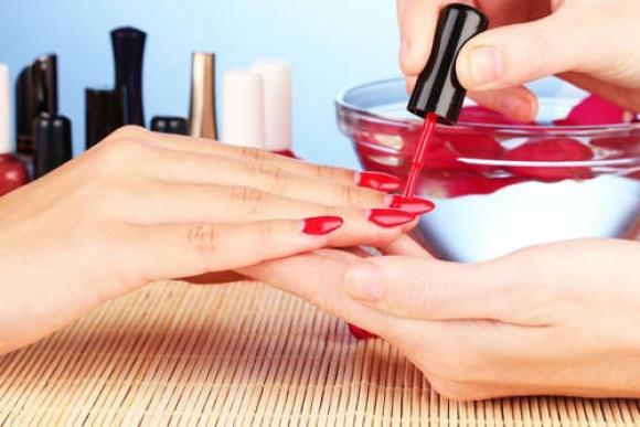 ¿Cuál es el mejor color para pintarse las uñas?