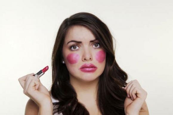 Errores al aplicar maquillaje y cómo corregirlos