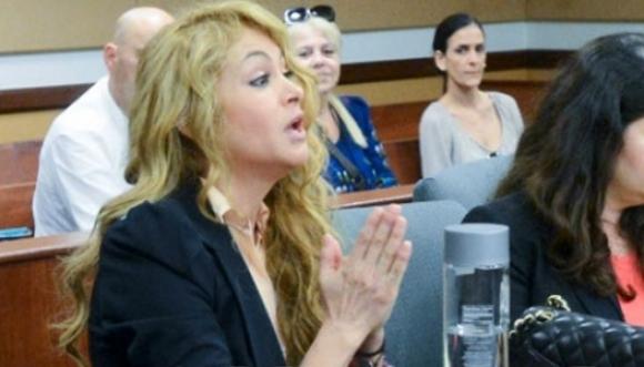 Paulina Rubio demandada por sus abogados
