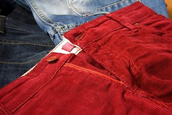 Como combinar un pantalón rojo