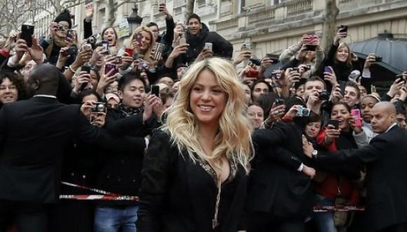 Shakira presento su perfume en Paris