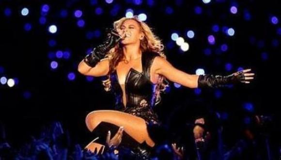 Un fan le agarra las nalgas a Beyoncé. Mira el video: