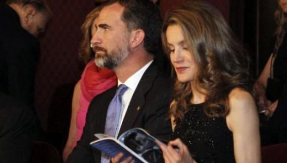 Abuchean a príncipes de Asturias
