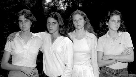 Cuatro hermanas en foto por 35 años