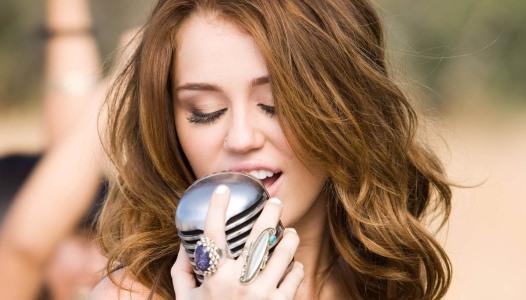 Miley-Cyrus2013