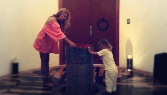 Paulina bautiza a su hijo en ritual Maya