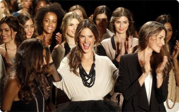 Top model brasileña prendió el ambiente en Colombiamoda
