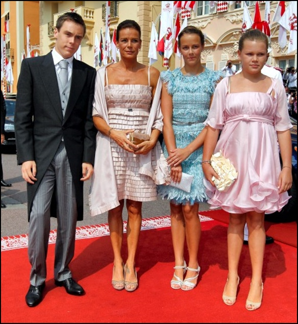 Carolina de Mónaco con sus tres hijos