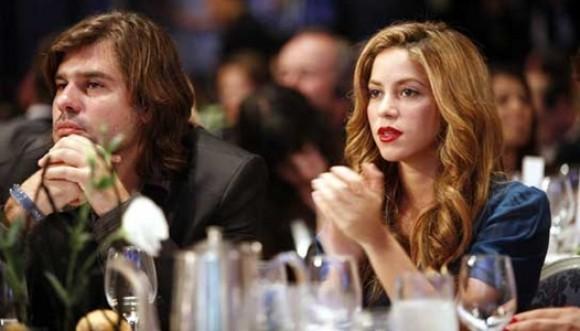 Shakira demanda a De la Rúa por apropiarse de dinero