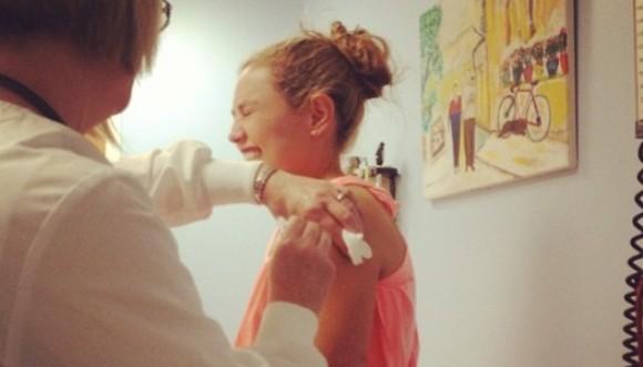 Thalía sufre susto en la playa y debe ser vacunada