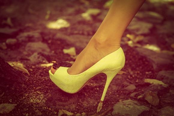 mujercomprazapatos2