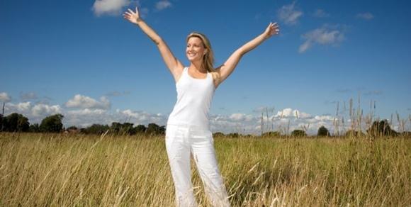 mujer feliz MUJIMA20100607 0027 33
