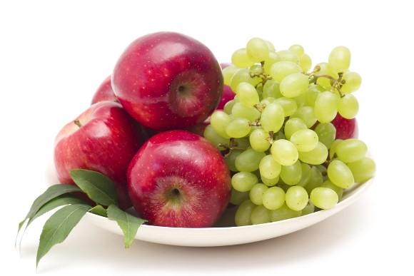 Previene la diabetes consumiendo más frutas y menos jugos