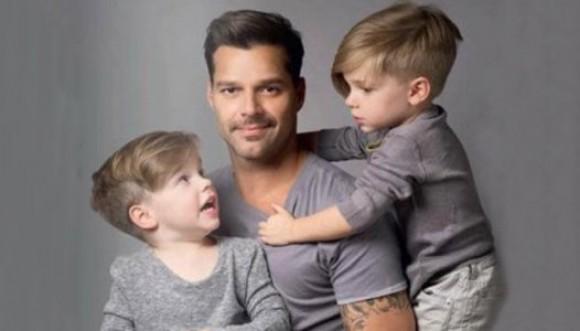 Ricky Martin orgulloso de hablarle español a sus hijos