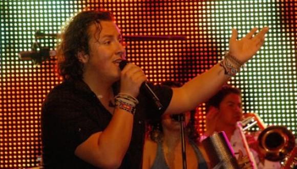 Disfruta de la nueva canción de Mauricio y Palo de agua