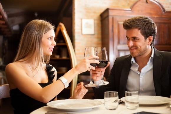 Lo que sí y lo que no debes hacer en la primera cita
