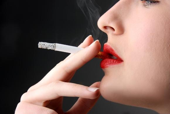 10 mitos comunes sobre celulitis Mujer Cigarro