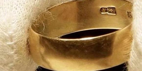 subastan-el-anillo-de-bodas-del-asesino-de-kennedy-por-108-000-dlares-1