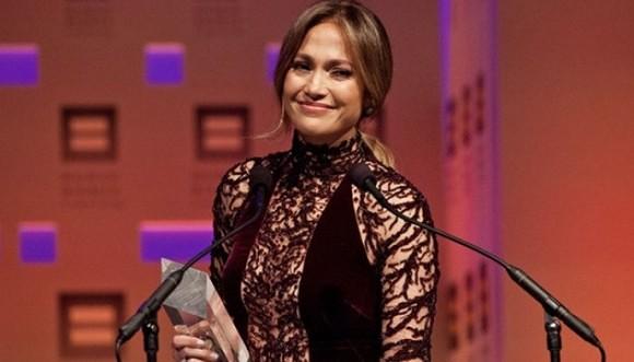 JLo recibe premio por su labor a favor de la comunidad gay