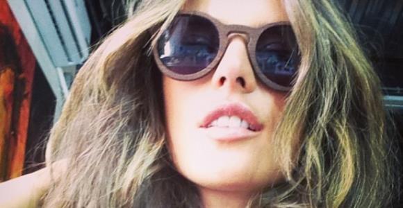 La moda está en usar gafas de madera