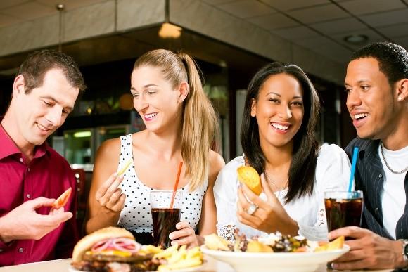 ¿Comes lo que quieres o lo que quieren tus compañeros de mesa?