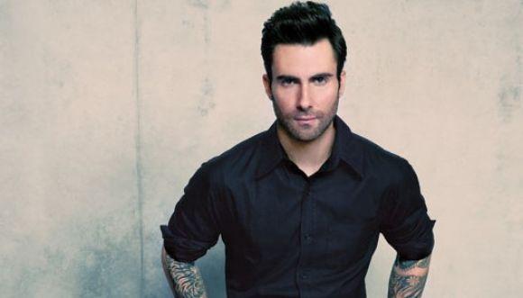 El hombre más sexy del 2013 es Adam Levine