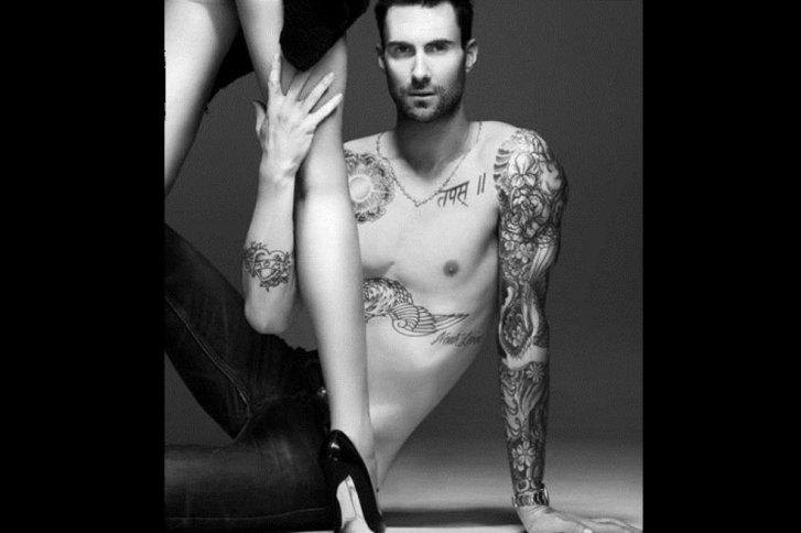 A la figura de Adam Levine. u00bfDu00f3nde estu00e1 el resto de su torso? La mitad de su pecho se ha ido.
