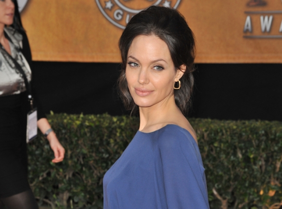 [Angelina Jolie apuesta por colores llamativos