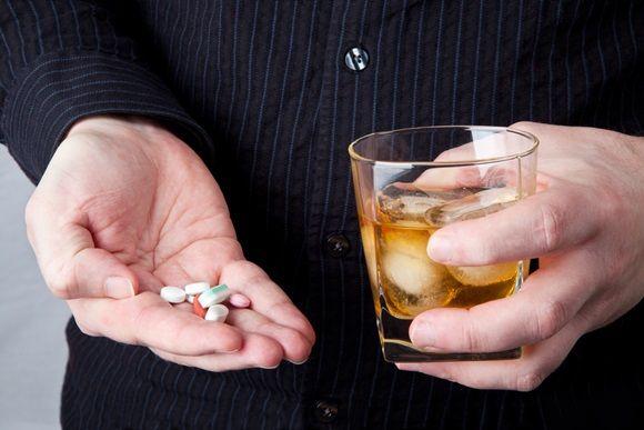 Cuidado con las mezclas entre medicamentos y alcohol