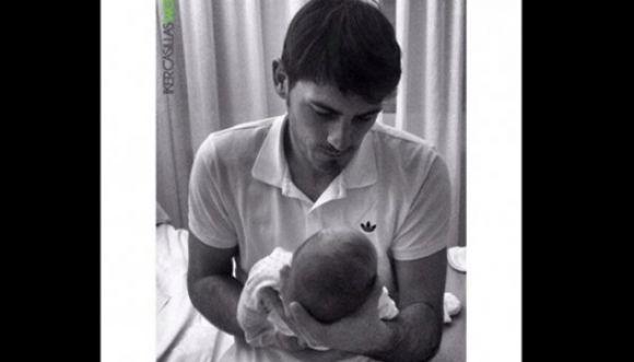 Iker Casillas comparte la primera foto de su bebé