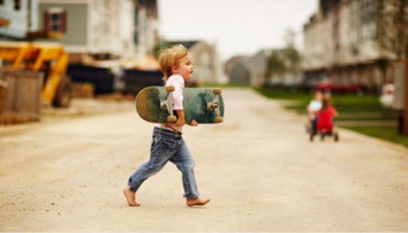Niño de 2 años experto skater