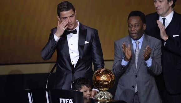 Cristiano Ronaldo llora al ganar el Balón de Oro