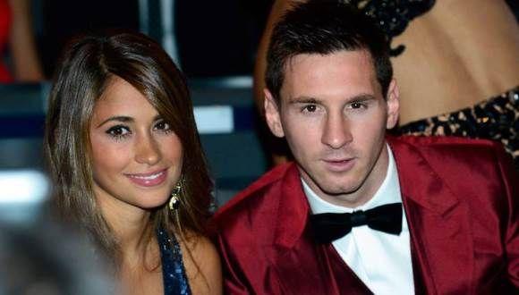 Los memes del vestido rojo de Messi en el Balón de Oro