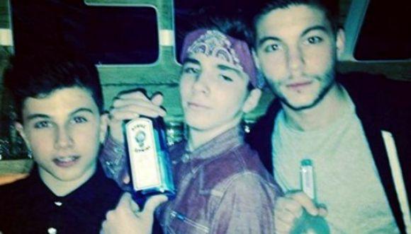 Foto: hijo de Madonna posa con botella de Ginebra
