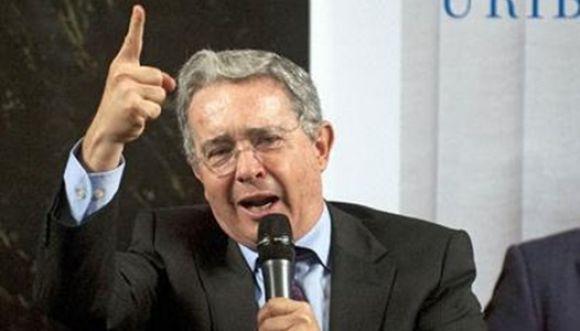¿Quién retuiteo el trino de Uribe desde la cuenta de la FAC?