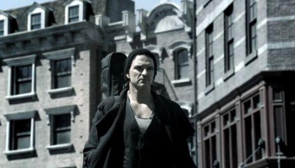 Ricardo Arjona sale a cantar en plena calle