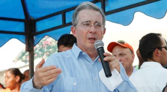 Álvaro Uribe no conoce el slogan de su campaña