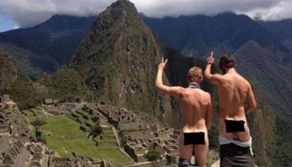 Desnudarse en Machu Picchu es una moda