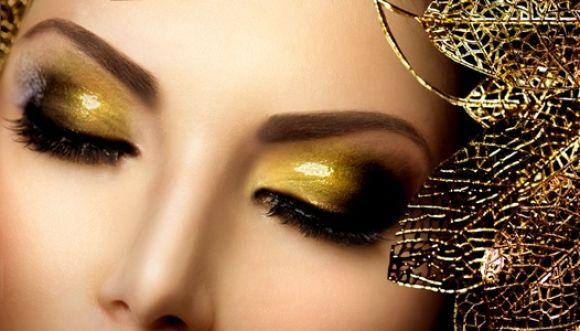Última tendencia de maquillaje: sombra dorada