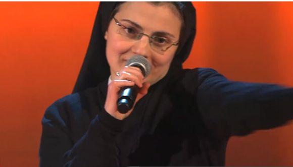 Sorprendente monja imita a Alicia Keys