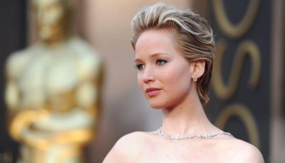Vuelve y cae Jennifer Lawrence en Los Oscars
