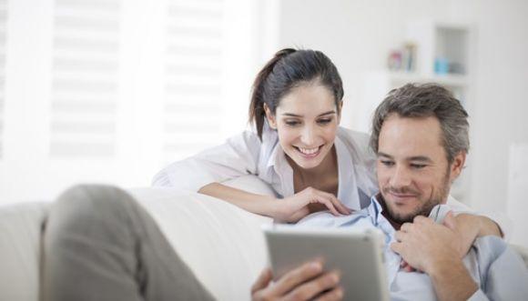 Esposas se sienten más felices con un esposo trabajador
