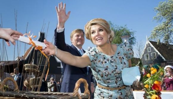 Alcalde holandés le tocó la cola a la reina Máxima