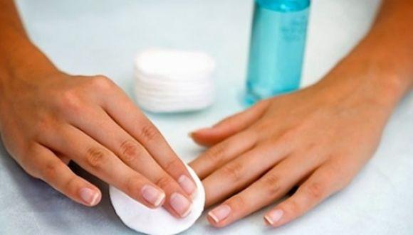 ¡Haz tu propio removedor de esmalte para uñas!