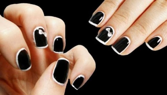 Pinta tus uñas de negro