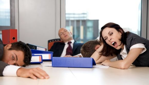 ¿Por qué te da sueño después de comer?