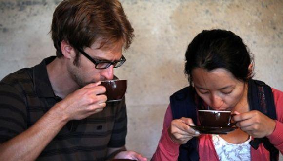 ¿La cafeína afecta más a hombres que a mujeres?
