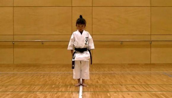 Niña de 7 años: excelente en artes marciales