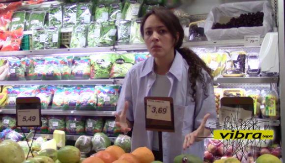 Karencinha busca un exprimidorsinho de naranjinha