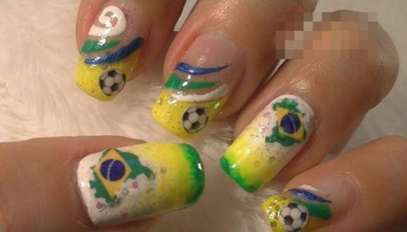 El fútbol también se lleva en las uñas